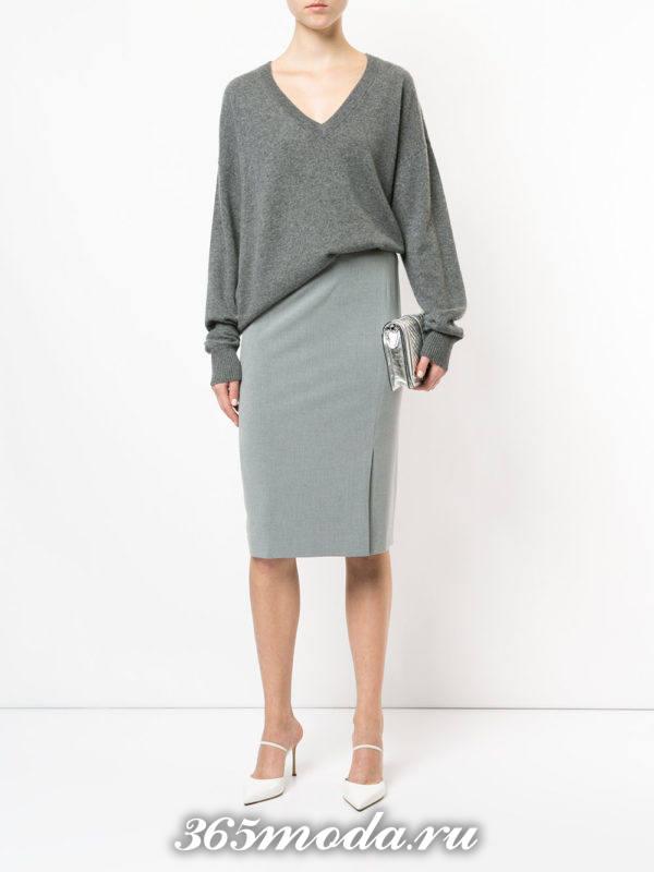 серая юбка карандаш с серым свитером оверсайз