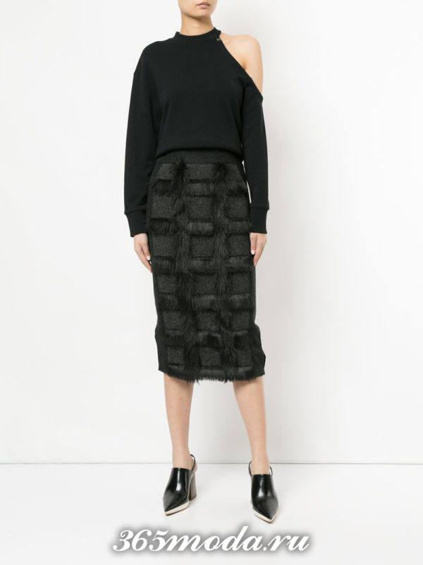 серая юбка карандаш с мехом с асимметричной блузой