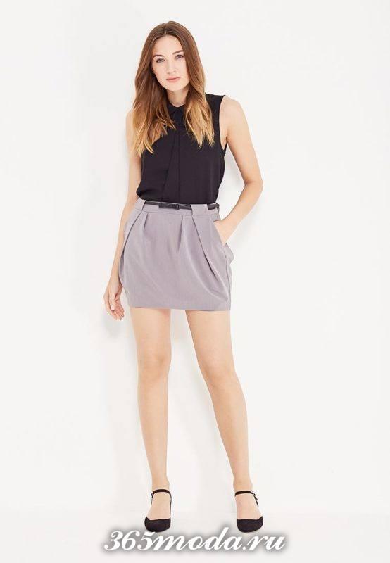 серая короткая юбка тюльпан с черным топом