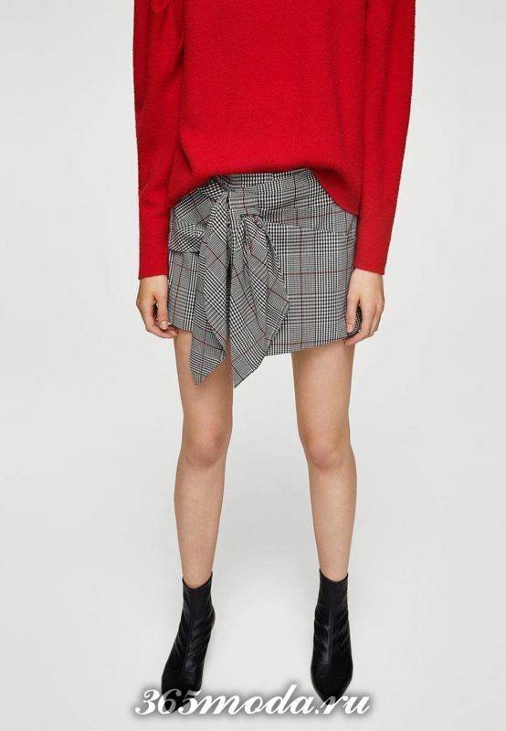 короткая асимметричная серая юбка-шорты с чем носить