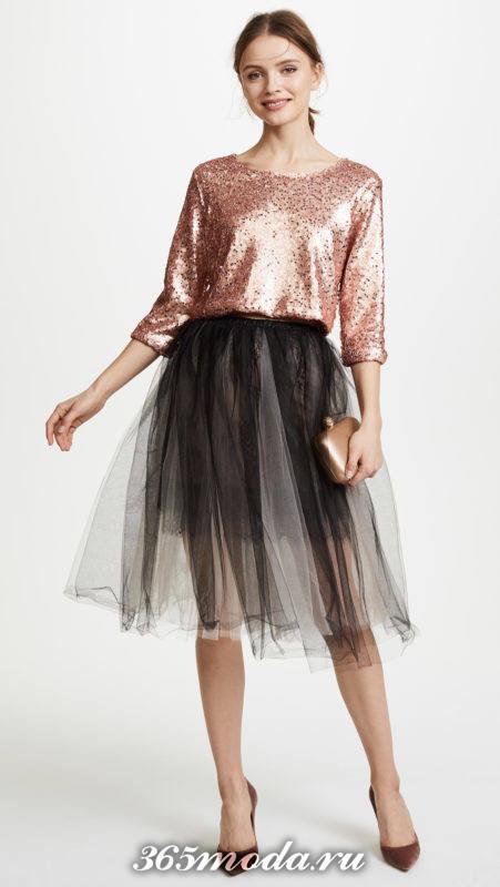 серая юбка пачка с персиковым шелковым топом