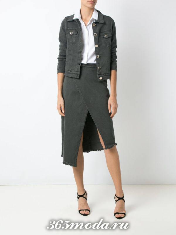 серая джинсовая асимметричная юбка с серой джинсовой курткой