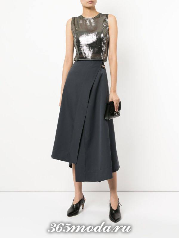 серая асимметричная юбка с блестящим топом