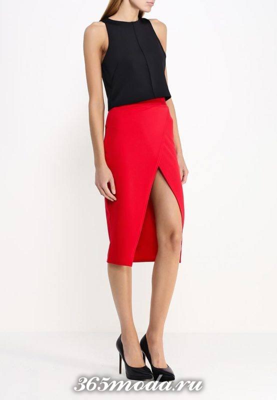 новогодняя красная юбка с запахом и черный топ