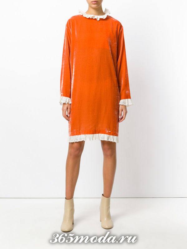 новогоднее оранжевое бархатное платье с оборками