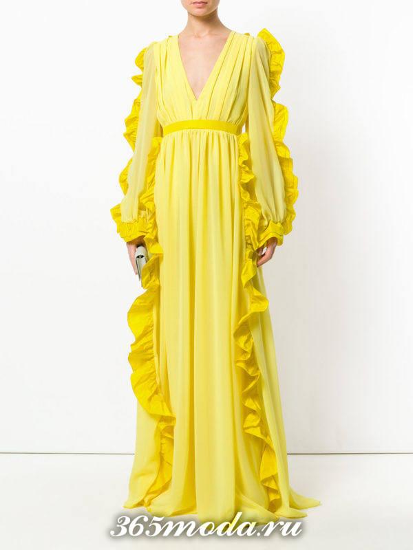 новогоднее желтое макси платье с оборками
