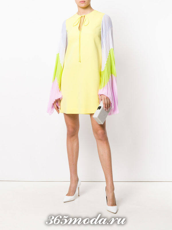 новогоднее желтое мини платье с рукавами плиссе