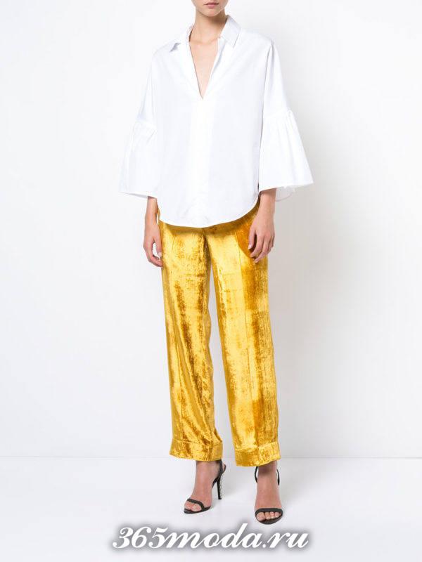 новогодние желтые бархатные прямые брюки с белой блузой
