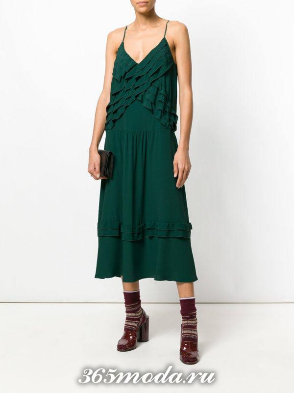 новогоднее зеленое платье миди с оборками