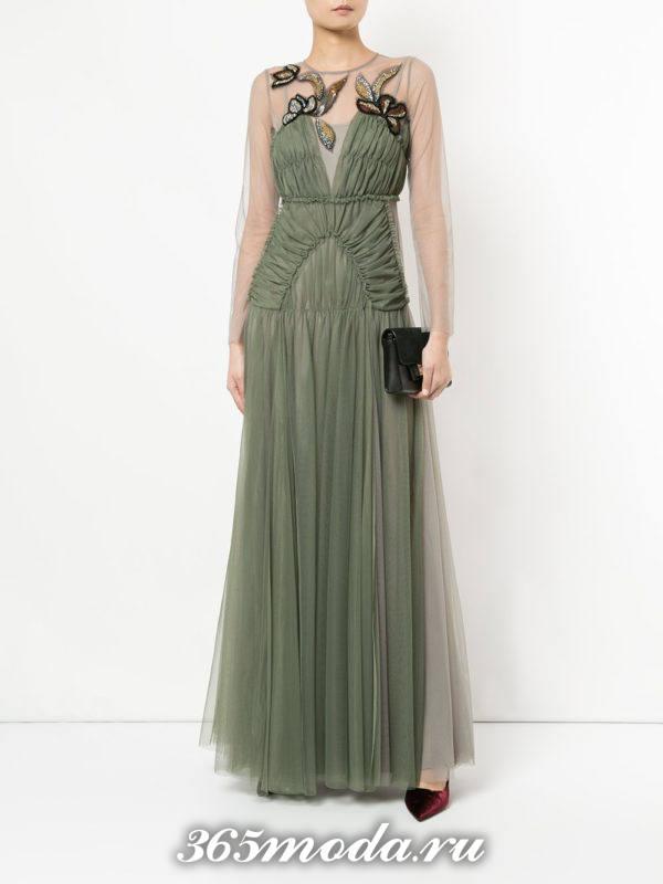 новогоднее многослойное зеленое макси платье с декором