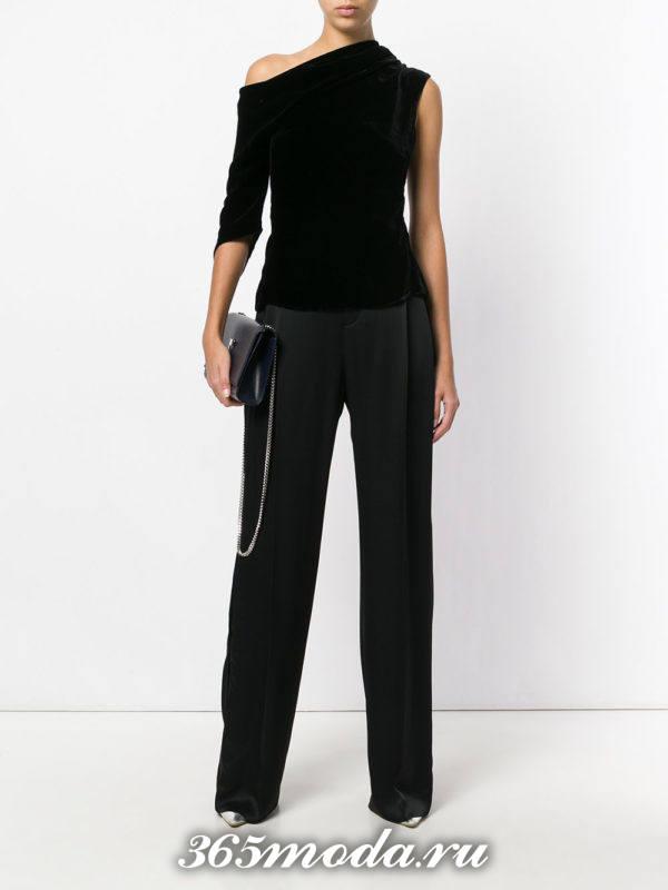 новогодние черные прямые брюки с бархатным асимметричным топом