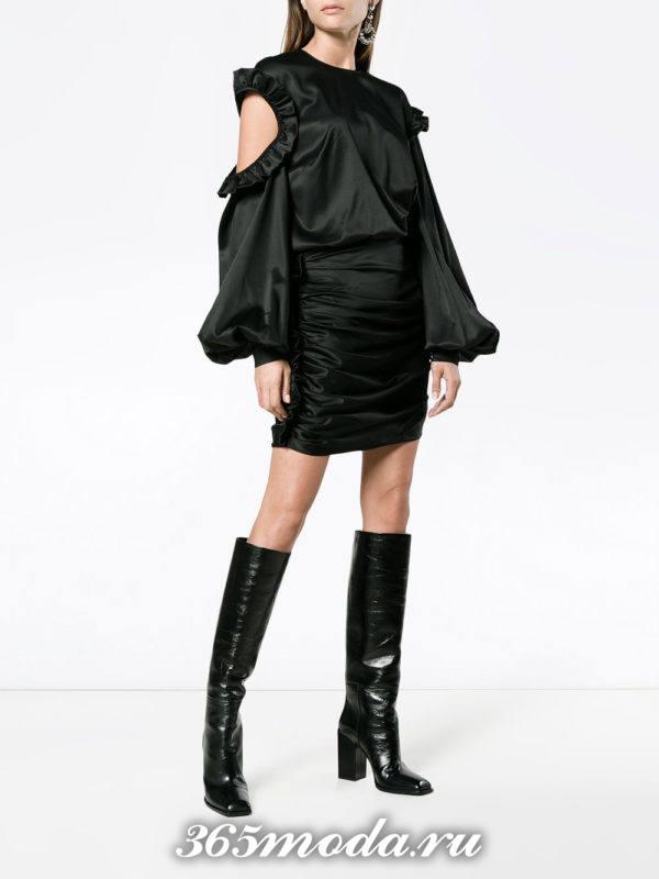 новогоднее черное мини платье с открытыми плечами