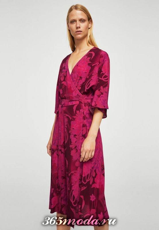 новогоднее красное платье-халат с принтом
