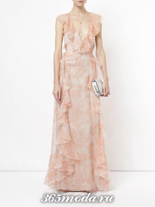 новогоднее розовое макси платье с принтом и оборками