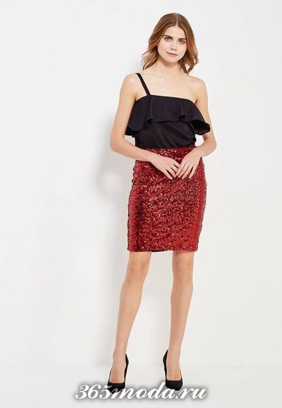 новогодняя красная блестящая мини юбка с черным топом