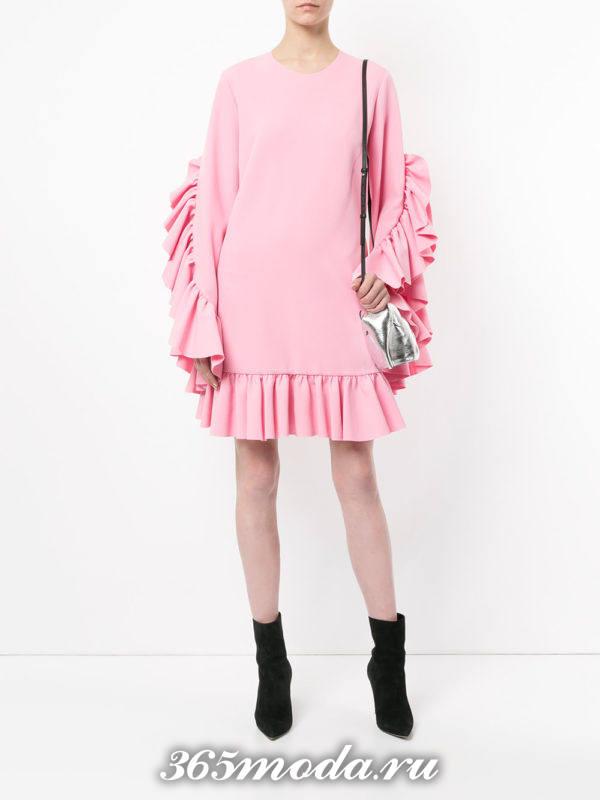 новогоднее розовое мини платье оверсайз с оборками