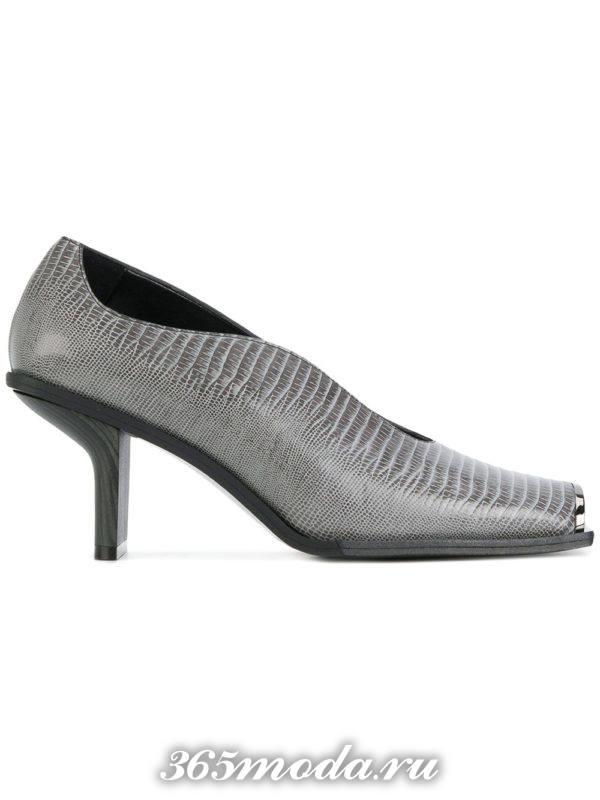 новогодние серые туфли на каблуке