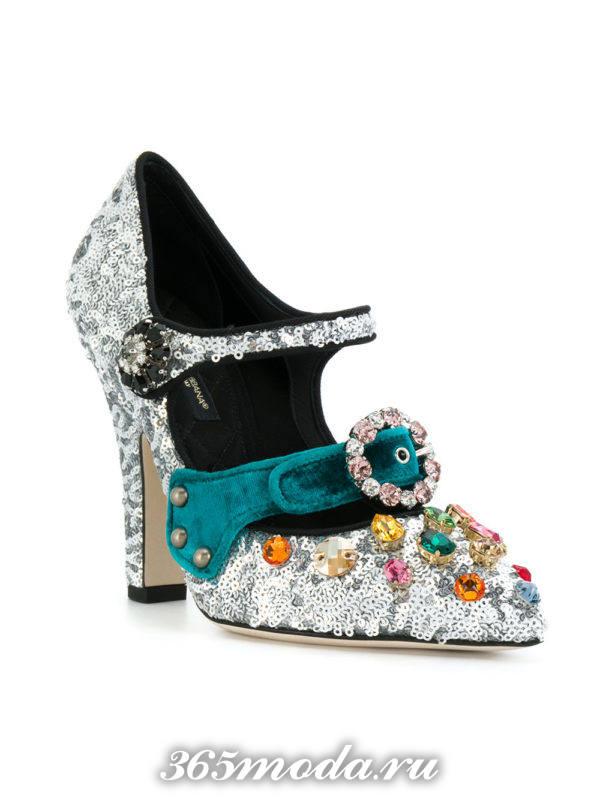 новогодние блестящие туфли на каблуке с декором
