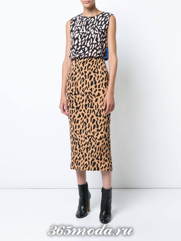 антиновогодний комплект из юбки и блузы с леопардовым принтом