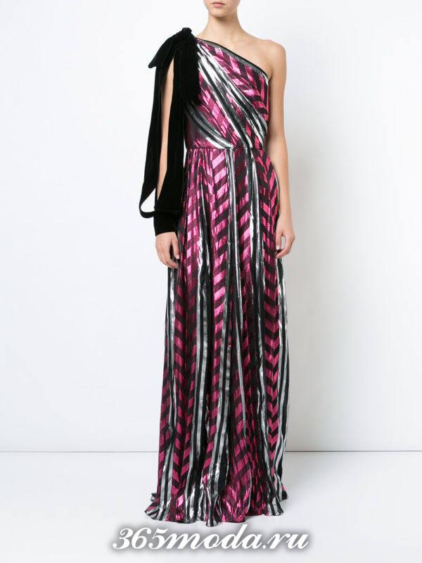 новогоднее асимметричное макси платье с принтом