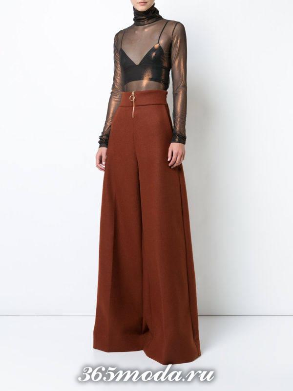 новогодние коричневые брюки клеш и прозрачная блуза