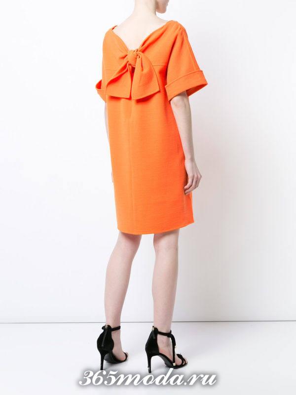 новогоднее оранжевое мини платье с бантом