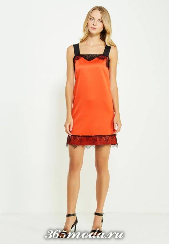 новогоднее оранжевое мини платье с кружевом