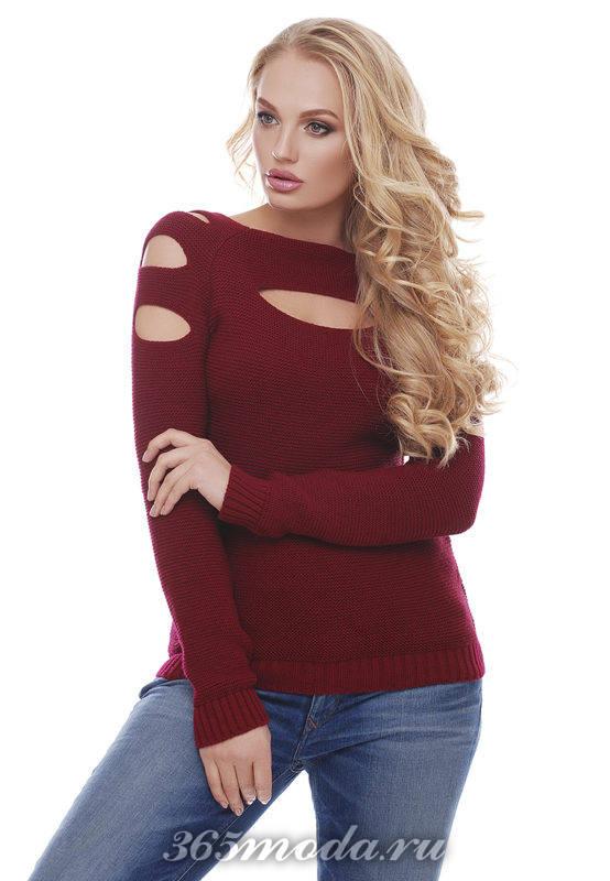 свитер с вырезами цвета марсала для блондинок