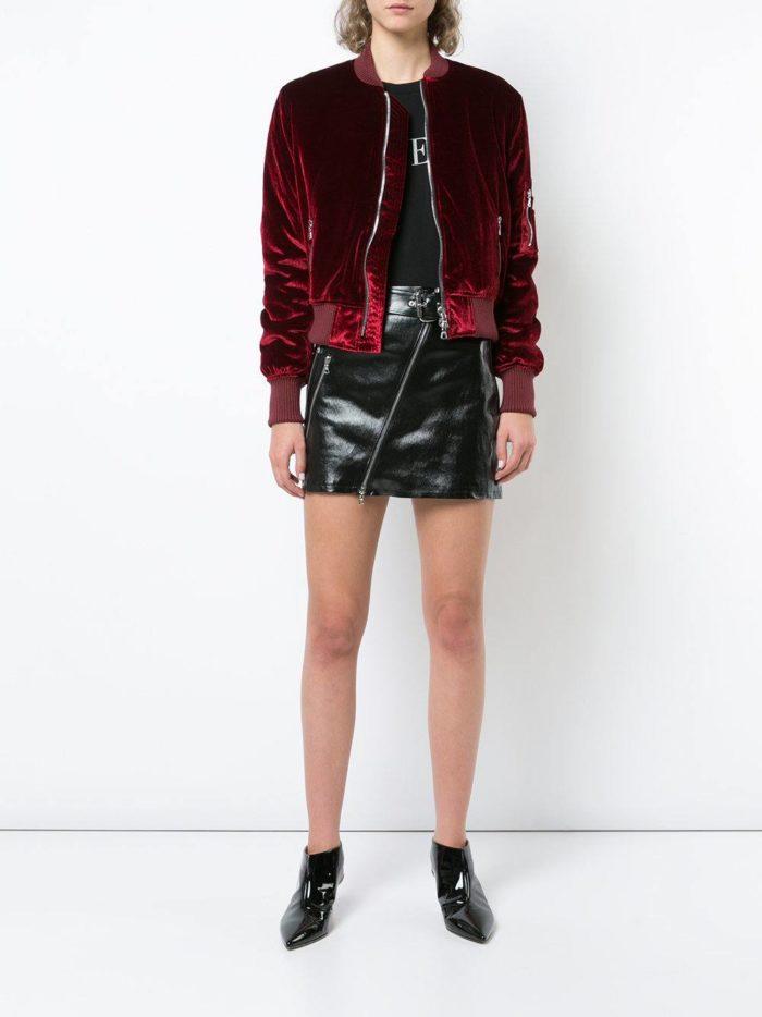 бомбер марсала и черная юбка мини