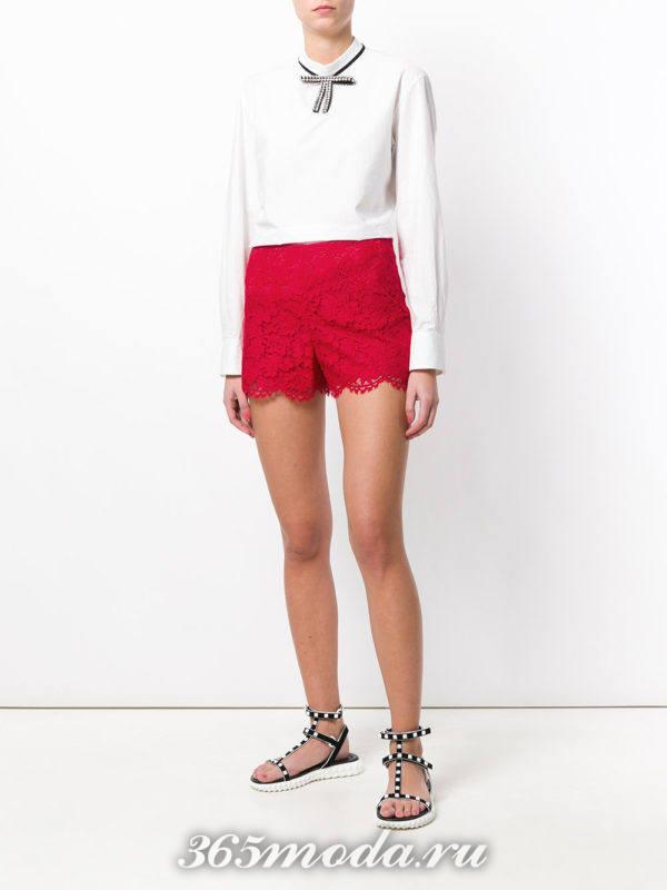кружевные шорты марсала и белая блуза