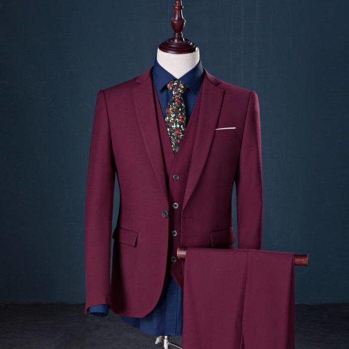 мужской костюм тройка цвета марсала
