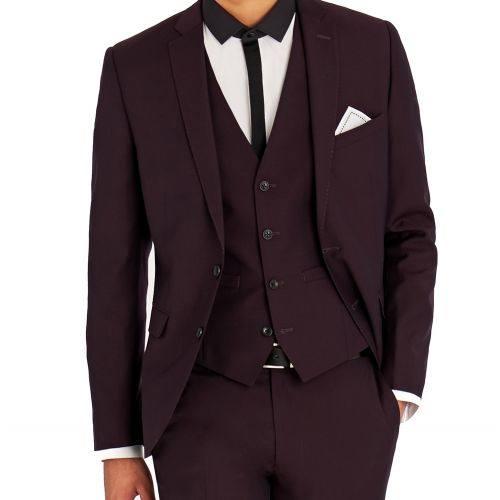 мужской костюм темного оттенка цвета марсала