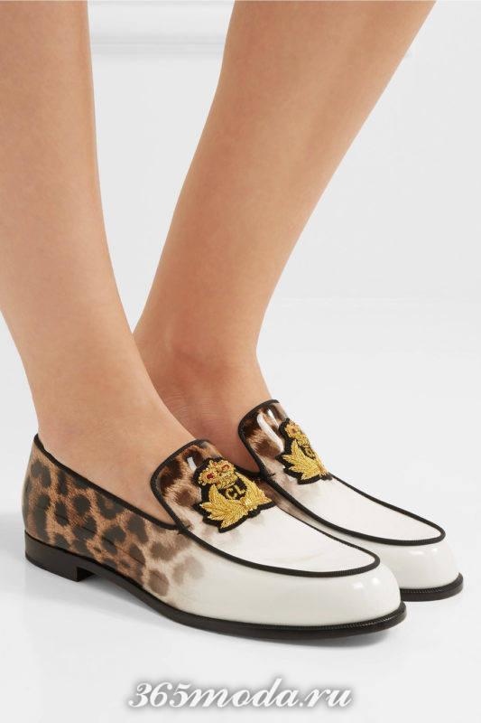 туфли на низком ходу с декором и принтом