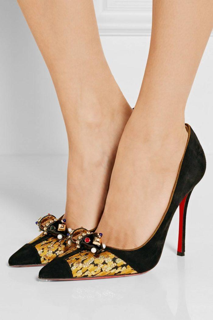 замшевые туфли с декором на шпильке