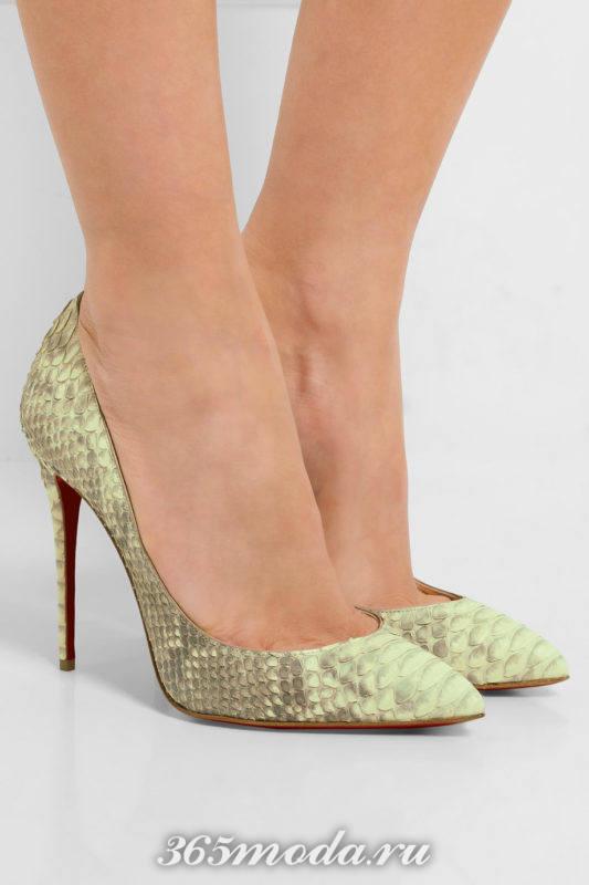 туфли а шпильке с змеиным принтом
