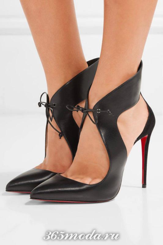черные туфли на шпильке со шнуровкой