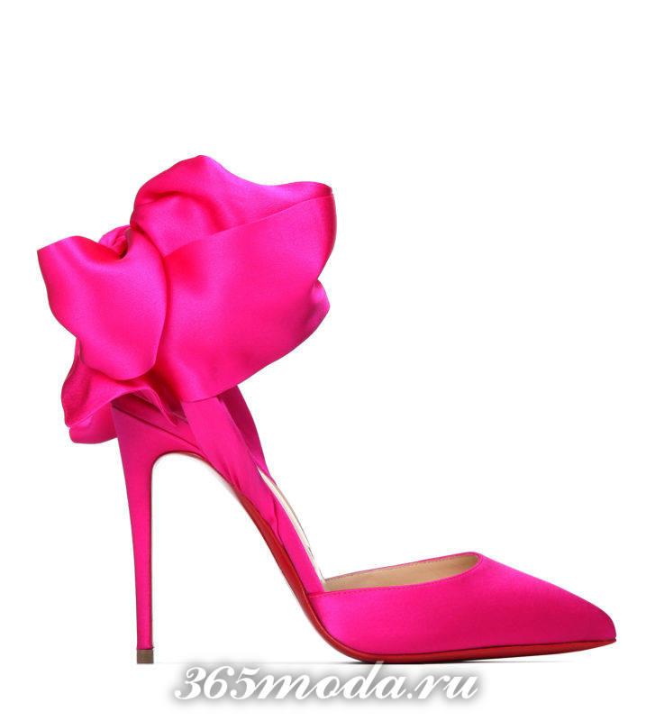 розовые туфли на шпильке с декором