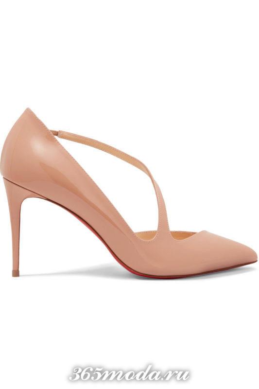 бежевые туфли с ремешком