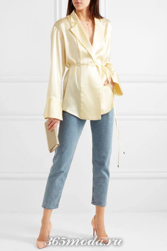 блестящие лабутены с джинсами и блузой с поясом