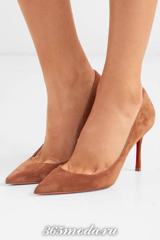 коричневые замшевые туфли на шпильке