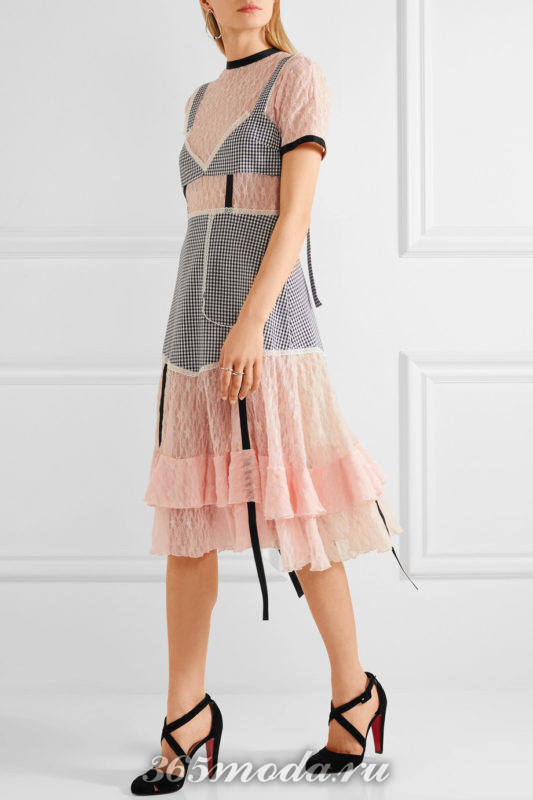 черные лабутены с переплетом с комбинированным платьем