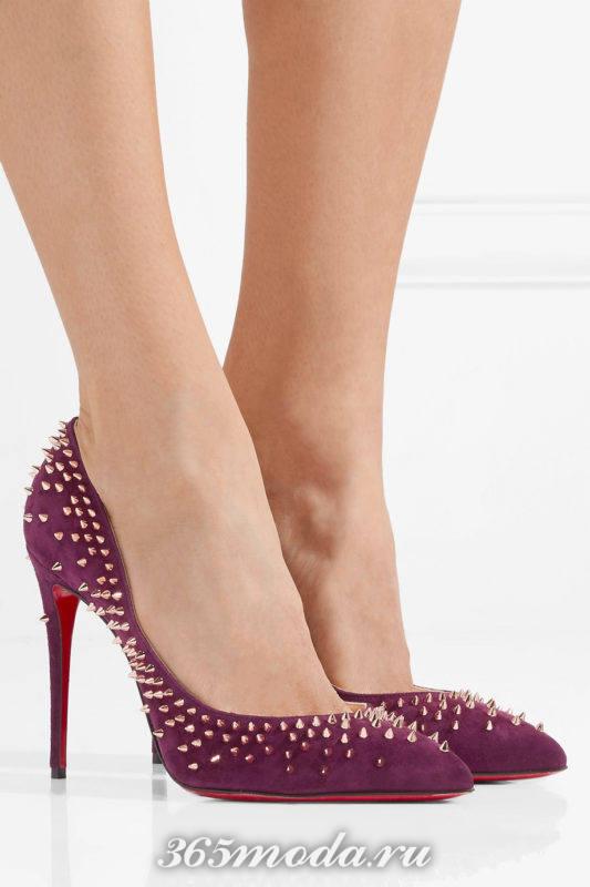 фиолетовые туфли с шипами на шпильке