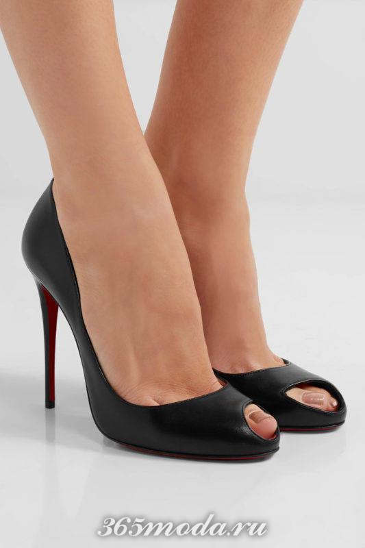 черные туфли на шпильке с открытым носком
