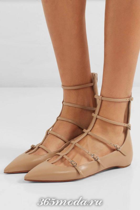 бежевые туфли на низком ходу с ремешками
