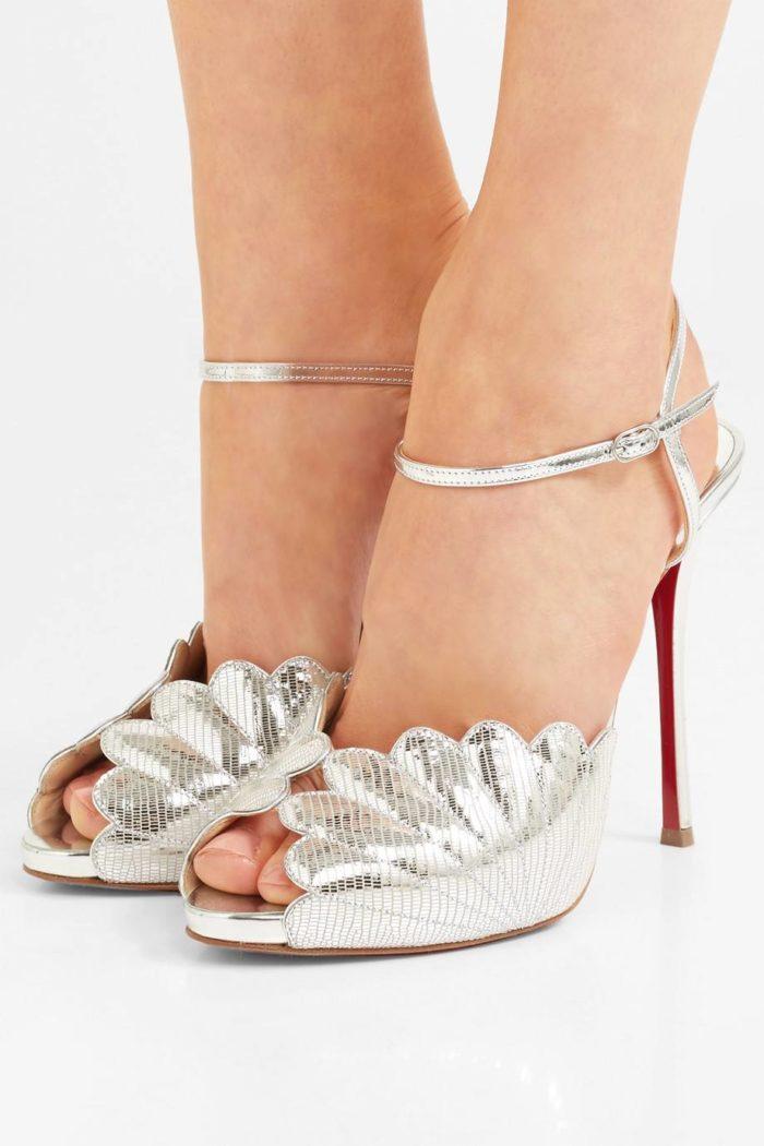 лабутены: серебристые туфли на шпильке