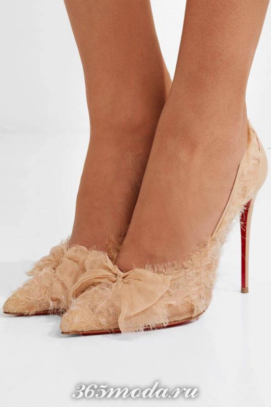 бежевые тканевые туфли на шпильке с бантом