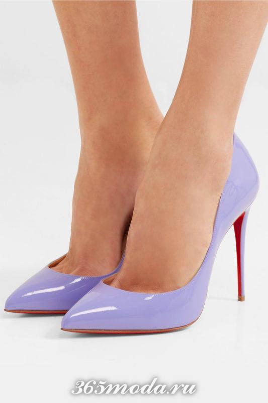 лиловые туфли на шпильке