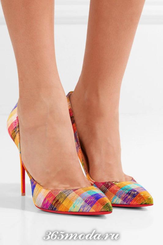туфли с ярким принтом на шпильке