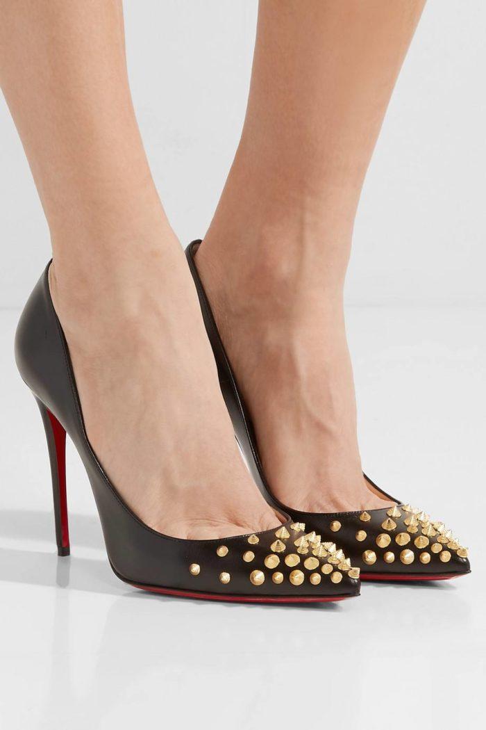 черные туфли с декором на шпильке