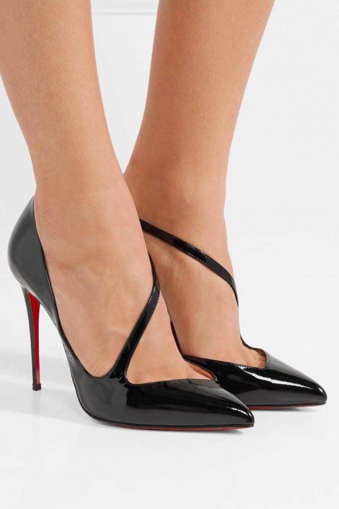 черные лаковые туфли с ремешком